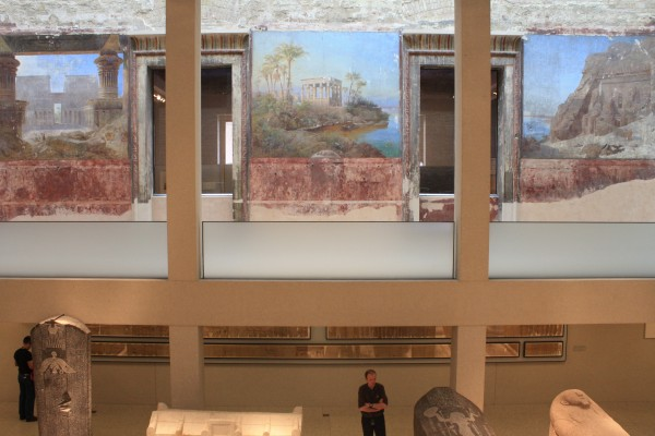 New courtyard supports frame partially reconstructed walls in the Neues Museum
